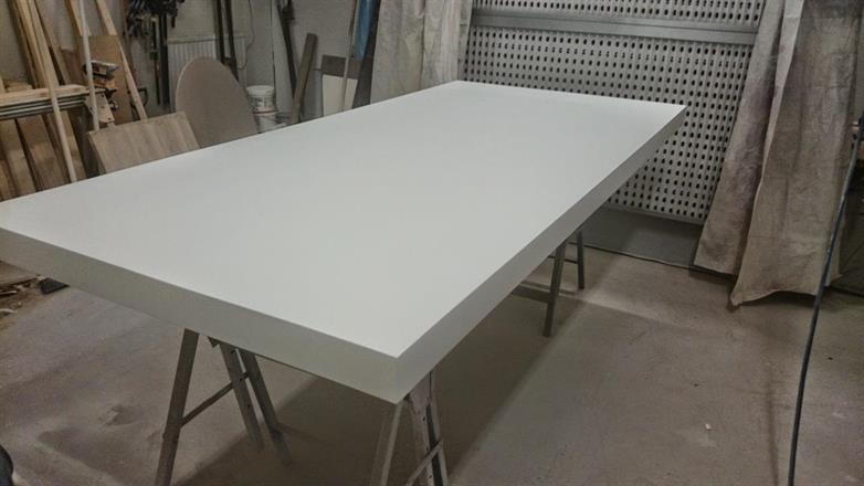Lackering matsalsbord