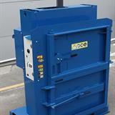 Macfab 100 som gör plastbalar på 150 kg