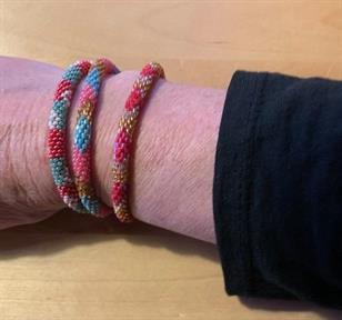 1) rosa/grön/vit, något tajtare än de andra 2) rosa/blå/guld 3) röd/rosa/guld