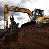 Vi har kunskap och utrustning för att gräva torvblock  med egen maskin och specialtillverkad skopa. Torven säljer vi året om
