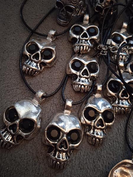 Skull head, -kaulakoru