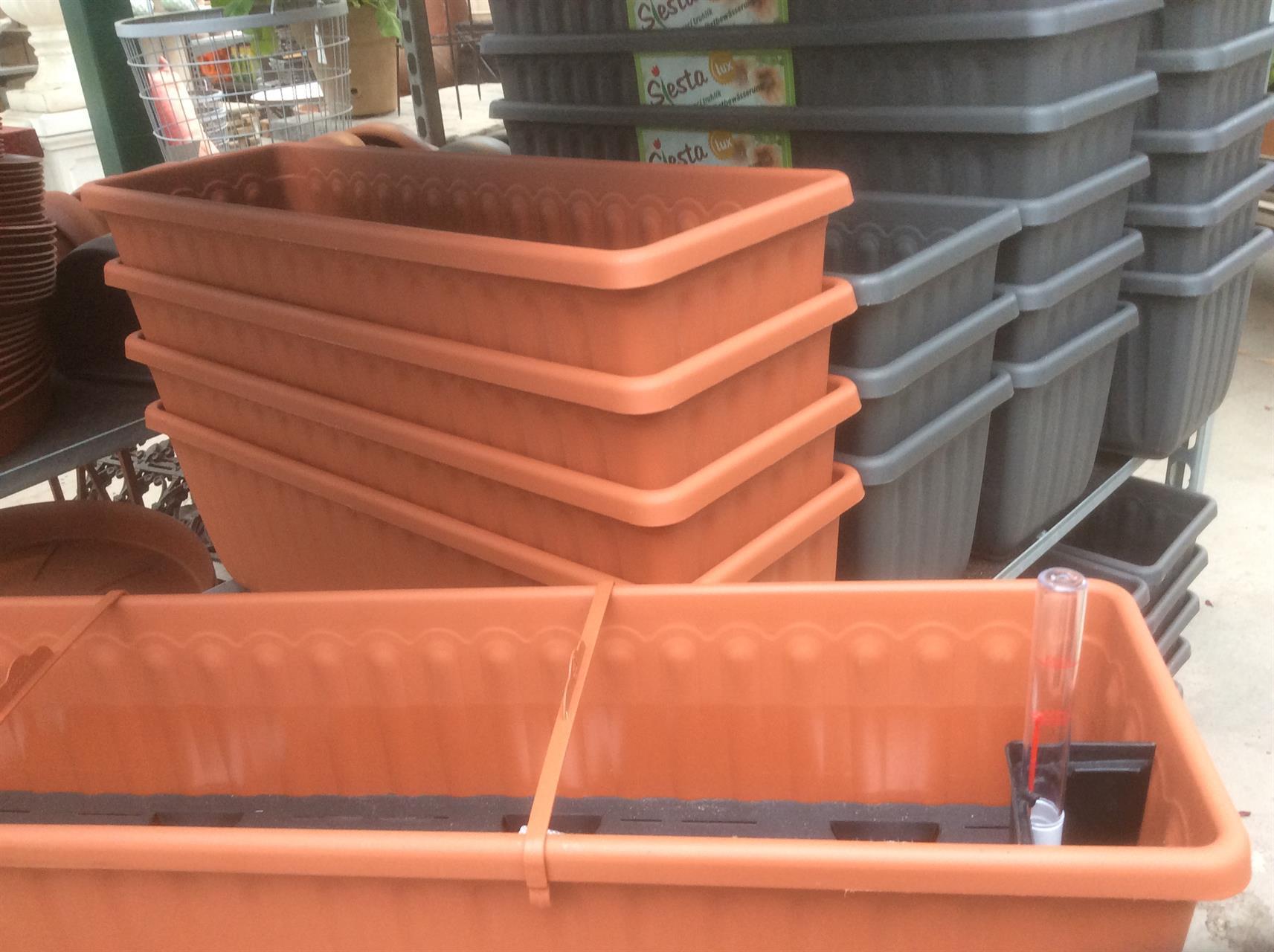 Våra nya själv vattnande balkonglådor