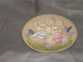 Platta kaniner målad