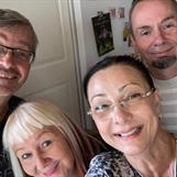 Pretalk och pepptalk inför Höstbokmässan. Pia F Davidson, Micael Lindberg och Carina Aynsley med make