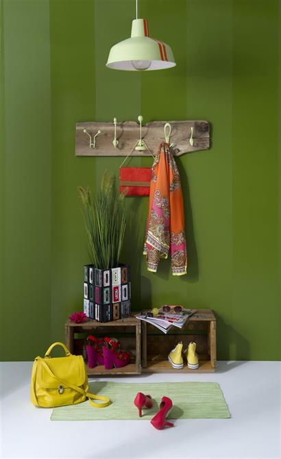 Styling for gang. Redesign knaggrekke og blomsterpotte laga av Amaline. Fotograf: Raquel Mirna Asplund