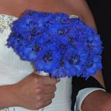 Brudebukett i knall blått, akkurat som bruda ønska :)