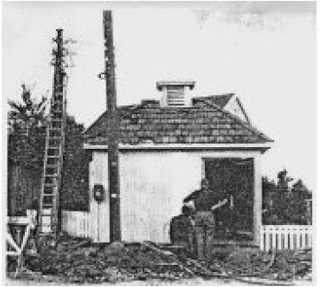 Gammel kiosk (trafo) på Apenes 1962. Apenes fikk kiosk 1919 Kilde: Nettstasjonsarkivet, Horten elektrisitetsverk