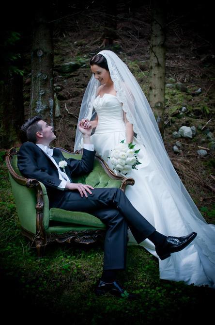 Eit eventyrlig brudepar :) Fotograf: Kristoffer Nærø Ytterland - meirenntusenord.com