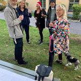 Ett gäng glada Sverigeförfattare med gäster