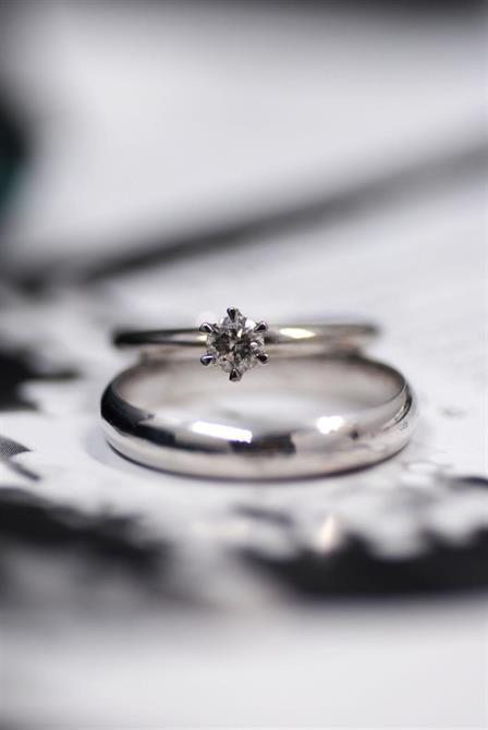 Meagan med silvermist diamant och slät ring med kupig form