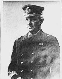 Kommandør Kielland var den øverste lederen for byggearbeidene på Apenes.