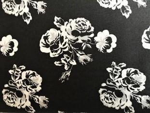 Roser på sort bunn