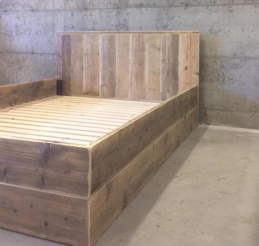 Dobbel seng med gavl og kraftig bunn til madrass 160-180