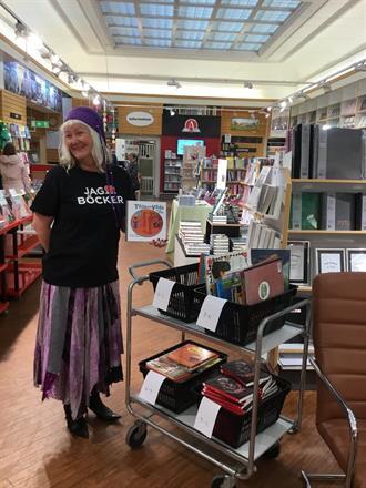 Carina Aynsley fick det fina uppdraget att som bokfé förse lässugna barn med gratisböcker!