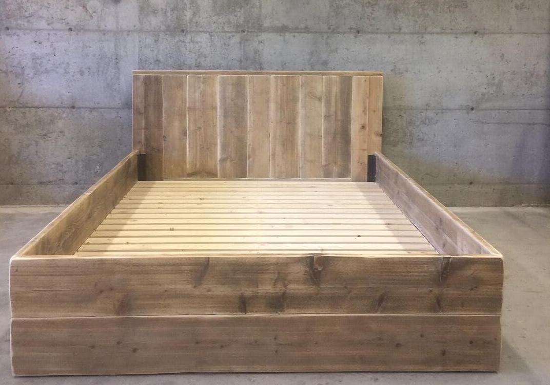 Dobbel seng med gavl og kraftig bunn til madrass 120-150