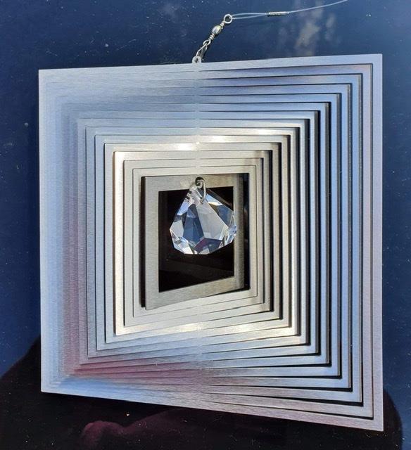 Vindspel kvadrat med kristall