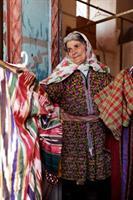 14 kvinne selger tøyer, Abiyaneh