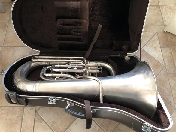 Good 4-valve Eb Bass from Jönköping Pentecostal Brass