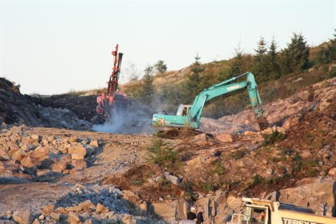 Kobelco 20 tonner i arbeid på Bring tomta på Søre Raglamyr