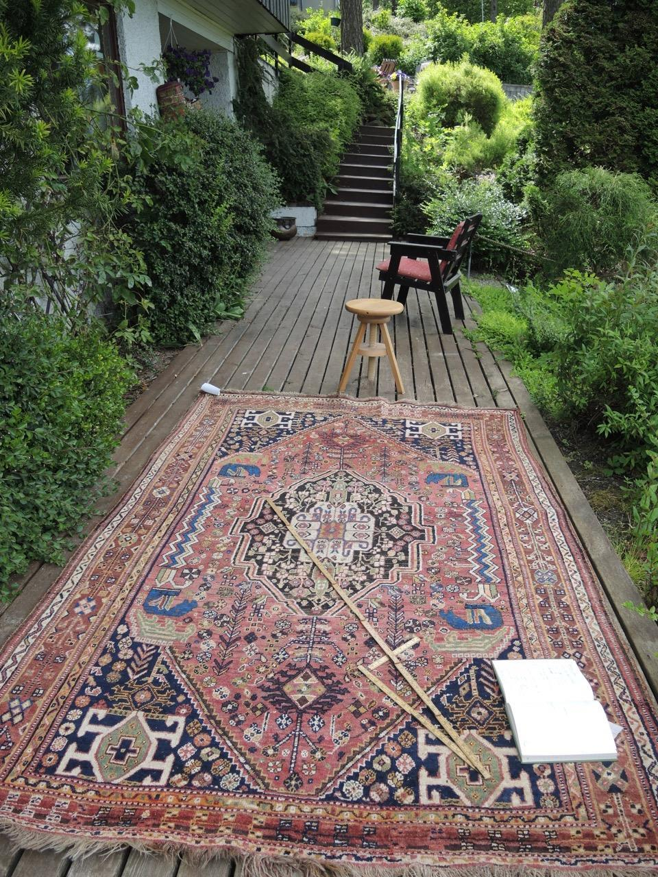 Taksering av orientalske tepper hjemme hos en kunde