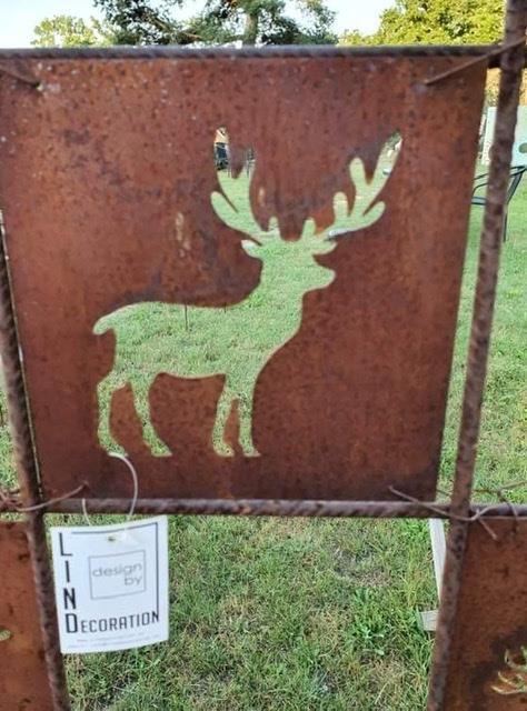 Rostig skylt hjort
