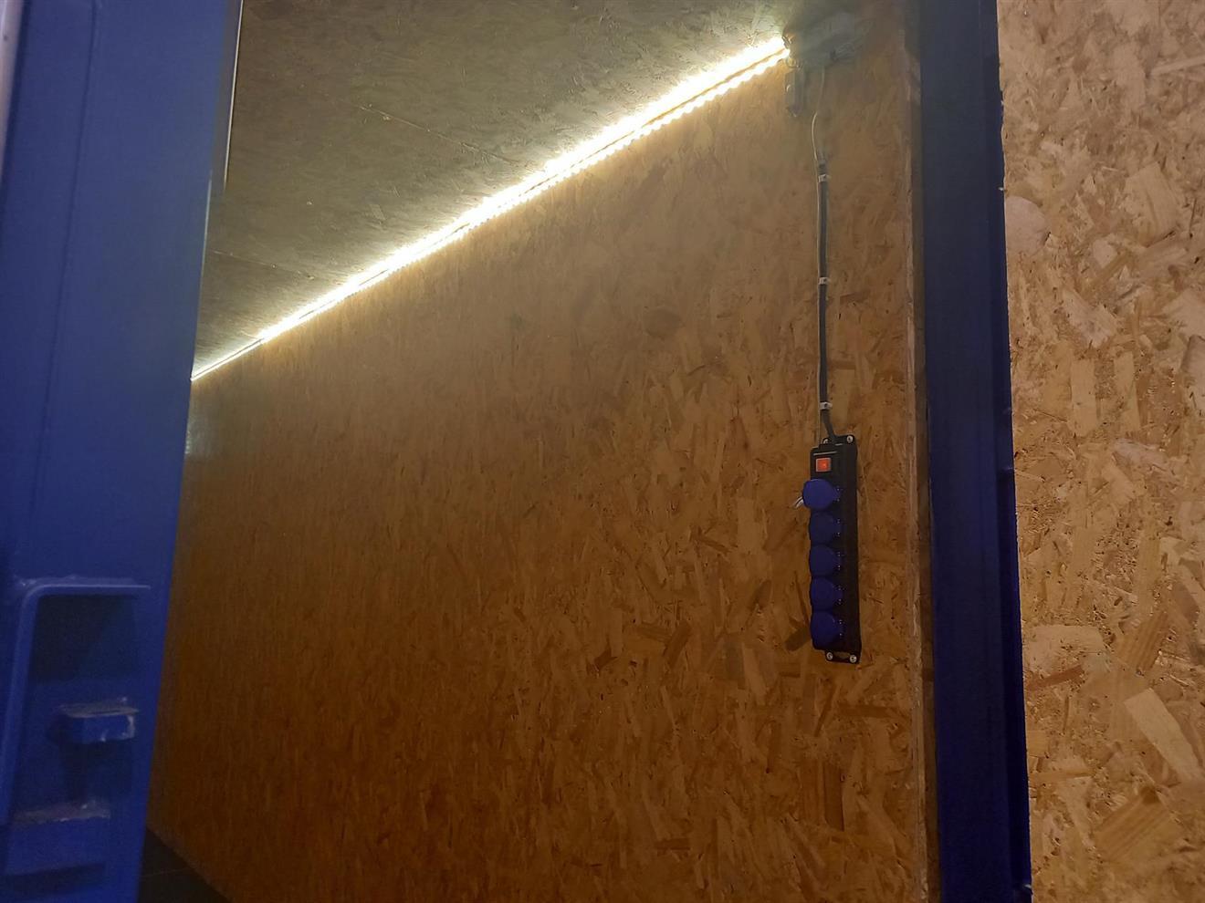 Opplegg for strøm med lys