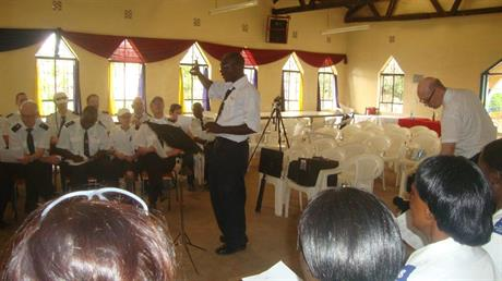 Eric Mondi kär oss sjunga på Swahili