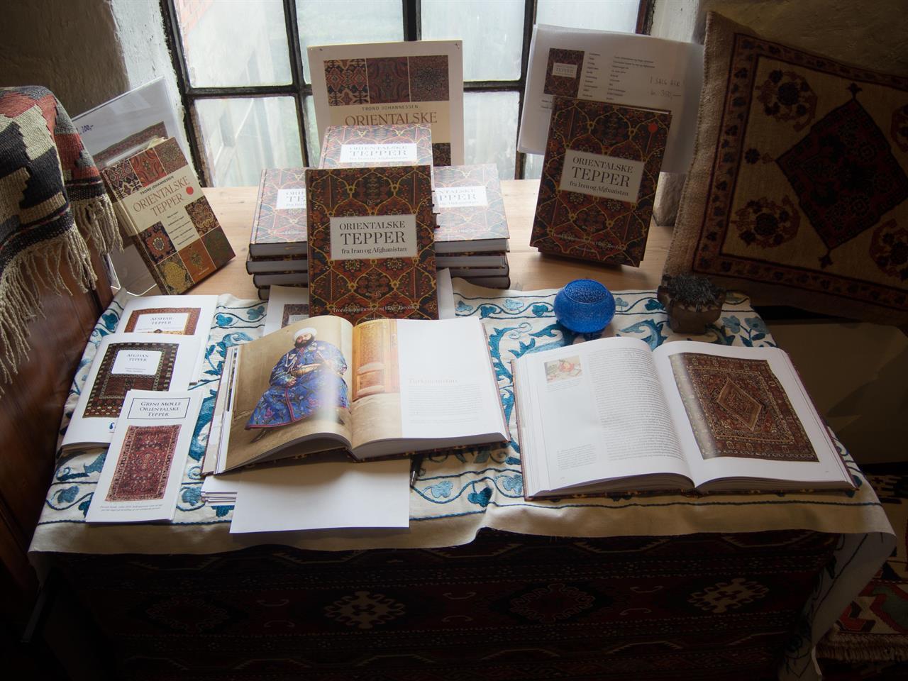 Boken 'Orientalske tepper fra Iran og Afghanistan'