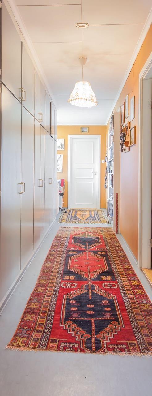 Teppet i gangen gir dybde og varme