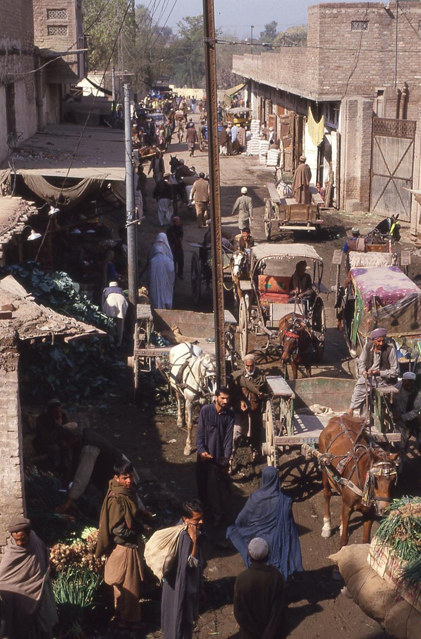 Fra et marked i Peshawar