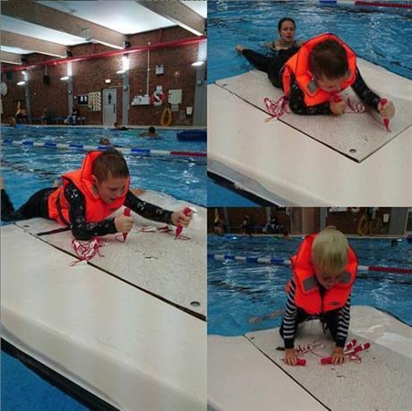 Simning med räddningsväst
