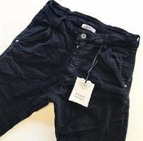 Piro Jeans, Musta