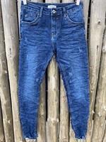 Piro Jeans, Tummansininen kulutuksilla