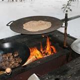 Steka bröd på stekhäll