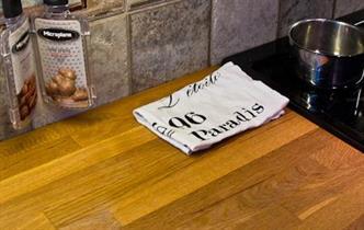 Brukar Din köks-handduk ligga på bänken, mer eller mindre prydligt?