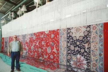 Et enormt teppe under tilvirkning utenfor Isfahan i 2004