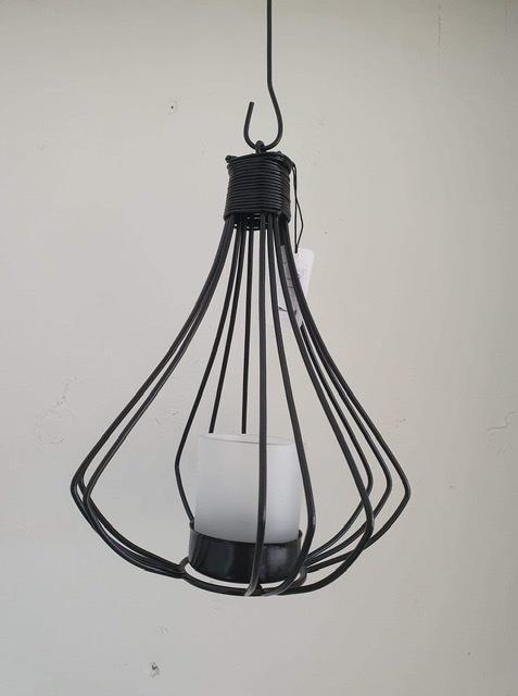 Smide hängande ljuslykta svart