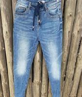 Piro Jeans, Blue Denim nyöreillä