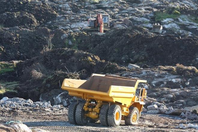 Hitachi 30 tonner graver av før sprengning på Raglamyr.