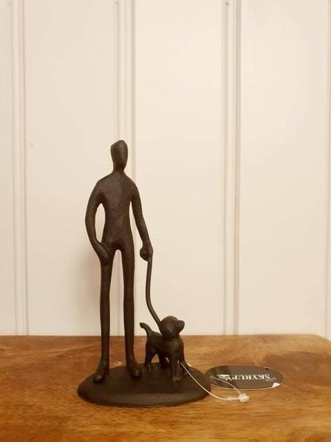 Smidesfigur man med hund