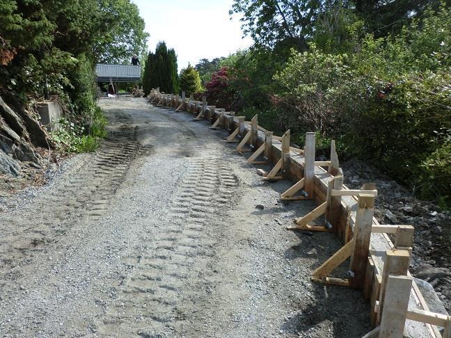 Forskaling topp på natursteinsmur