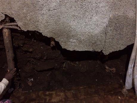Hus rasar / House is falling down