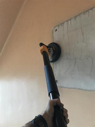 Vi sliper i lukket system, her går støvet rett inn i en industristøvsuger