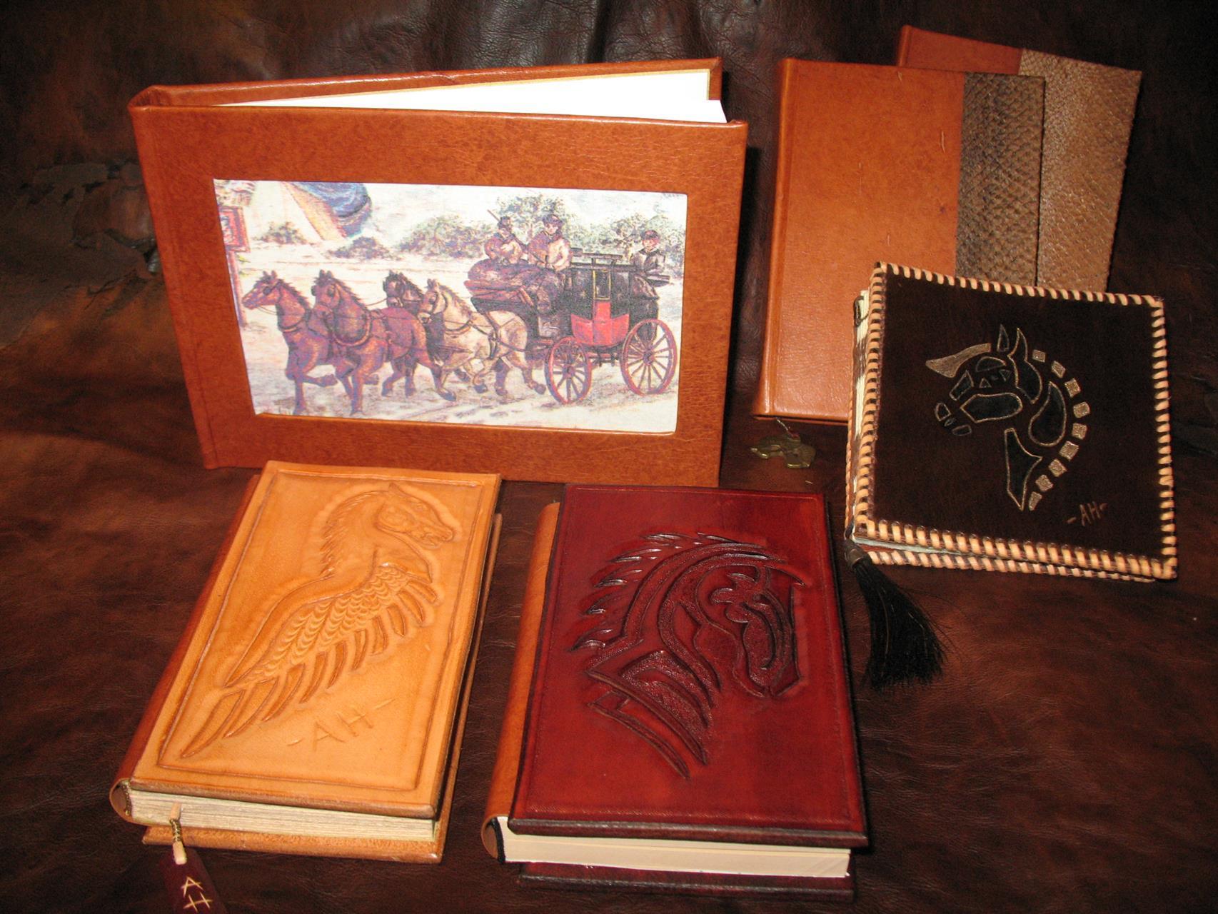käsinsidottuja muistikirjoja