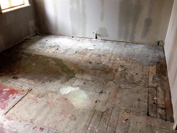 Alt ble strippet ned før oppbygging, de orginale gulvene ble utbedret og slipt opp