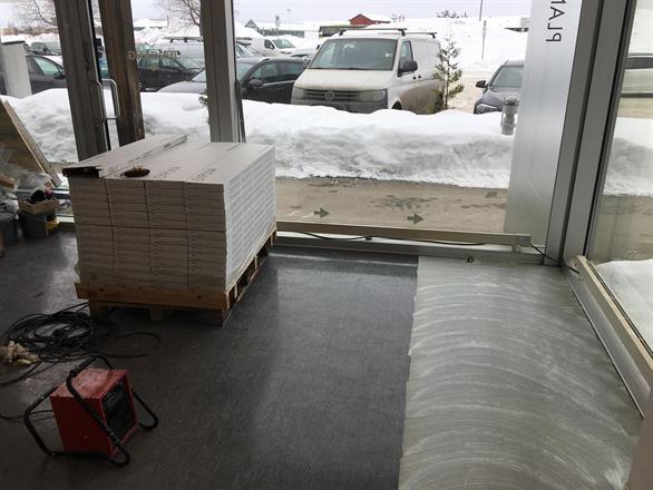 Vi maler og legger nye gulv i Næringsbygg - Mars 2018