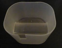 Kaukalo jääkaapin kondessivedelle