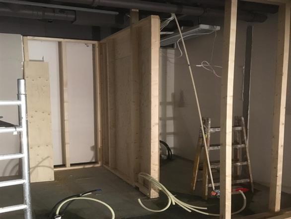 Slisser er støpt og veggene er i ferd med å bli ferdige
