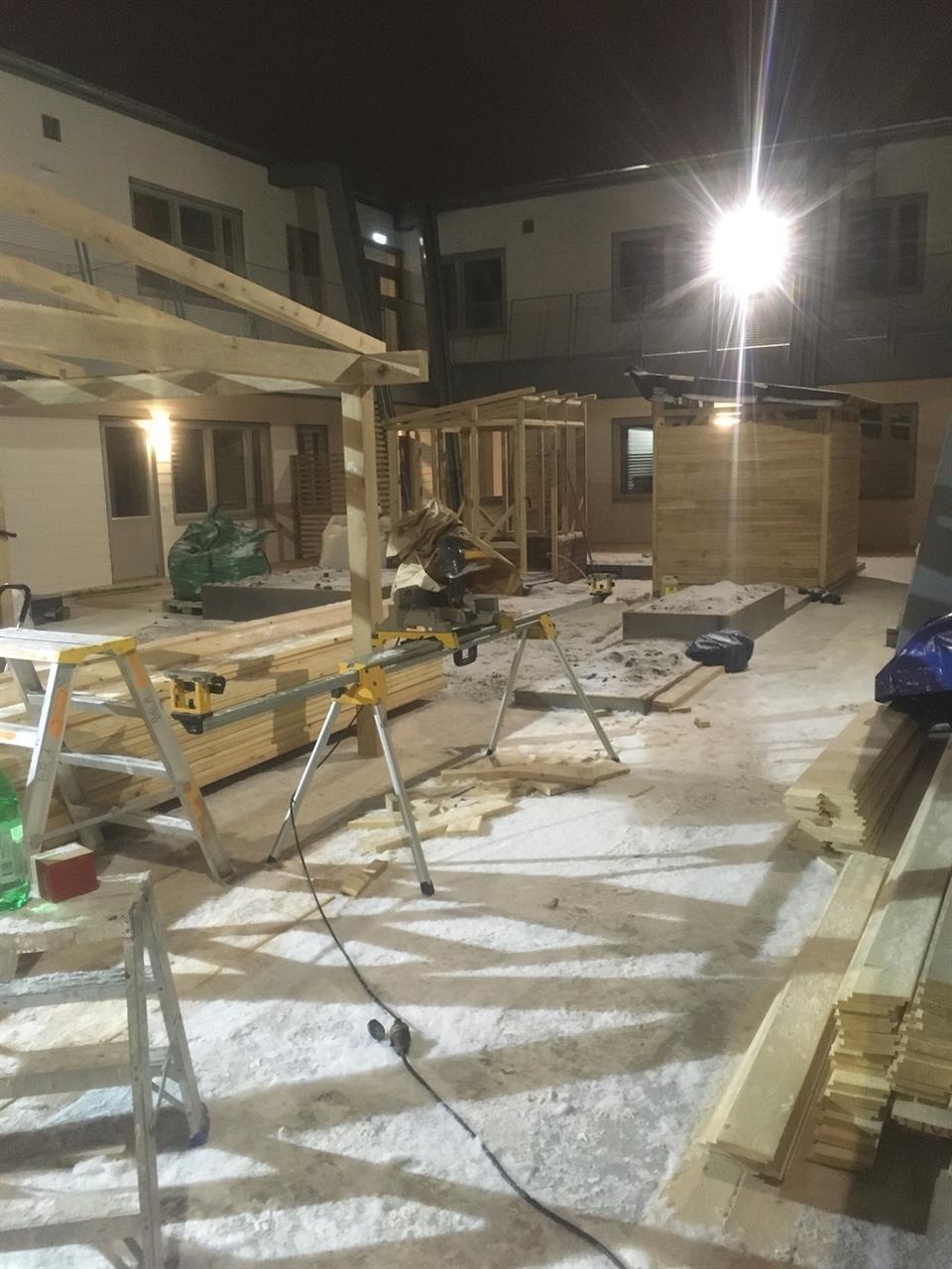 Ekhus monteras på tak