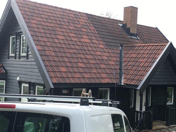 Her er den ene siden av taket snart ferdig rengjort
